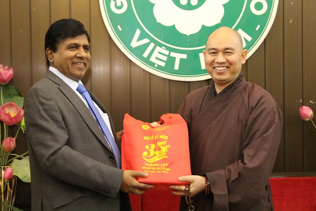 1-Minister_with_Secretary_General_of_Vietnamese_Buddhist_Sangha